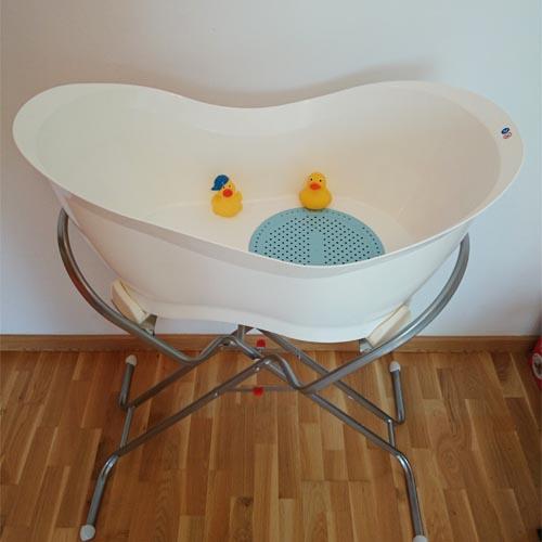 Ba ar al beb en la ba era aquanest de babymoov padres - Ninos en la banera ...