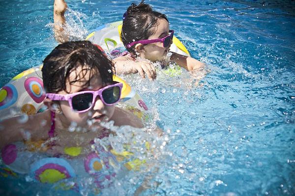 consejos-piscina-niños-proteccion
