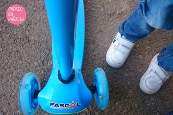 Probamos el patinete plegable de Fascol para niños desde los 2 años